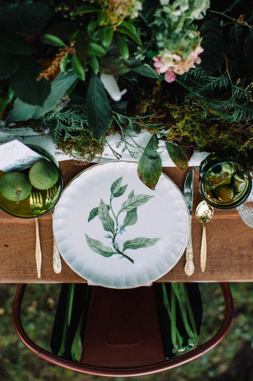 Greenery micro wedding boho palm, hydrangea, ivy, sweetheart table leaf china