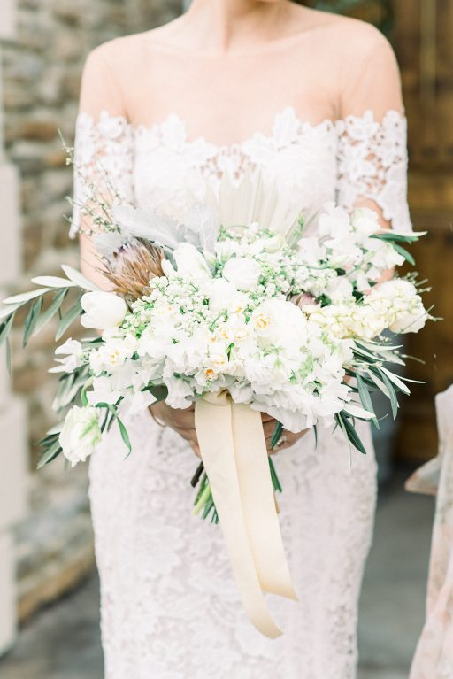 vineyward, winery, styled shoot, spring, white, tulips, greenery, bridal bouquet