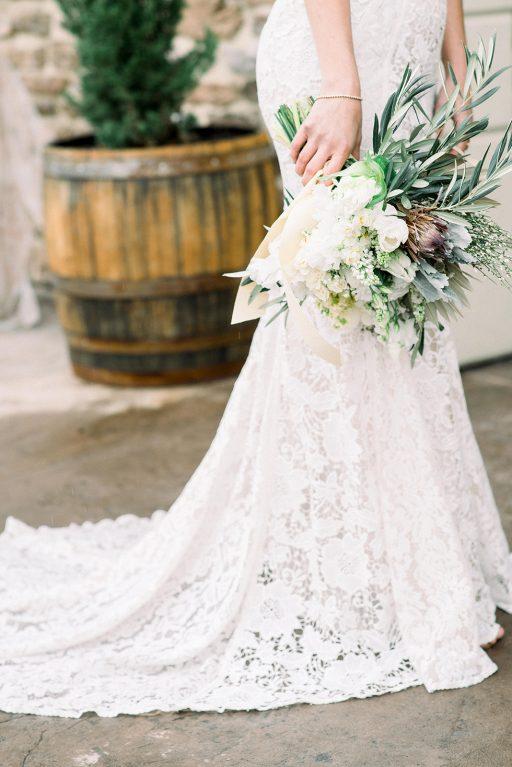 vineyward, winery, styled shoot, spring, white, tulips, greenery, bridal bouquet