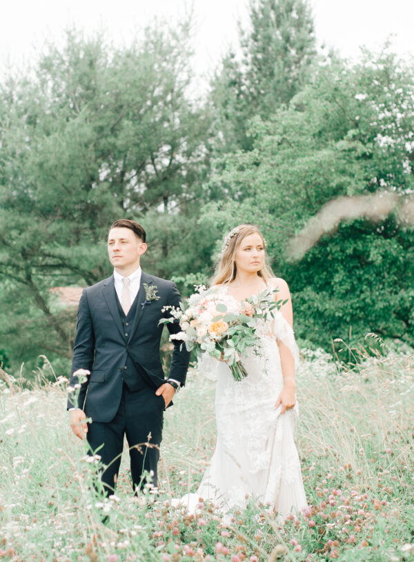 Summer wedding, coral, blush, white, greenery, roses, succulants, eucalyptus, bride and groom