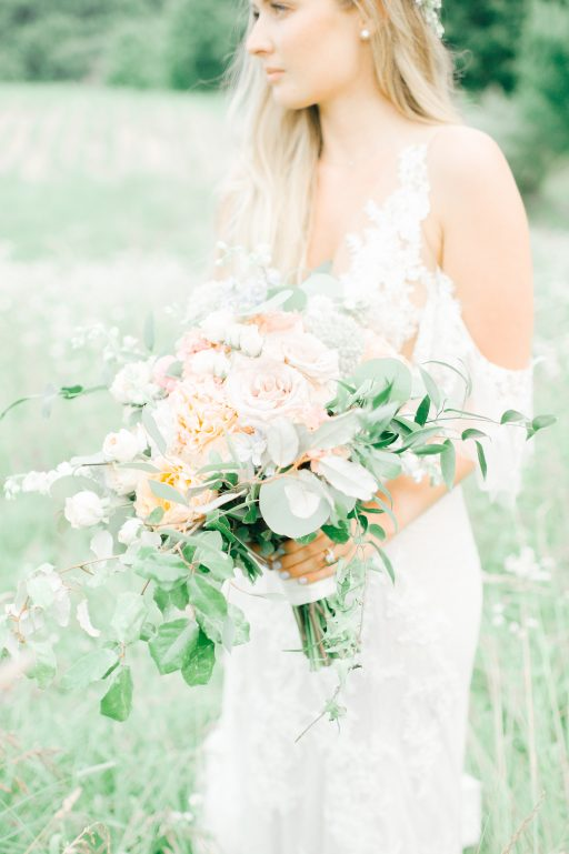 Summer wedding, coral, blush, white, greenery, roses, succulants, eucalyptus, bridal bouquet