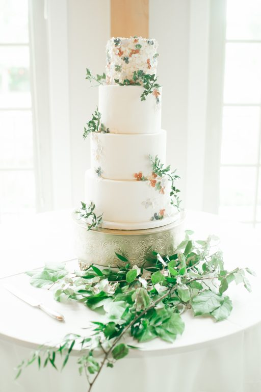 Summer wedding, coral, blush, white, greenery, roses, succulants, eucalyptus, cake