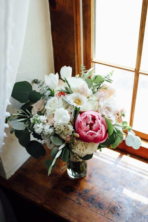 Summer wedding, natural, greenery, light, fresh, peonies, juliet roses, cream, pink, blush, bridal bouquet.