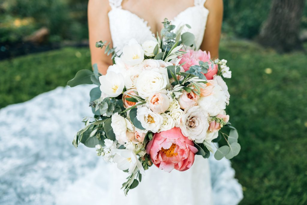 Summer wedding, natural, greenery, light, fresh, peonies, juliet roses, cream, pink, blush, bride, bridal bouquet.