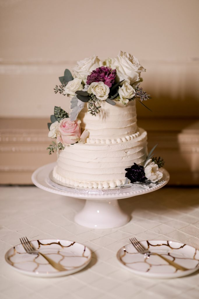 grey-green, plum, cream and a hint of blush, traditional, modern, winter wedding, roses, spray roses, ranunculus, cake.